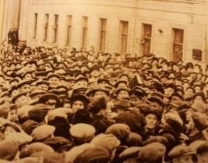 Эта фотография обошла тогда все газеты Западной Европы и США. Но не была опубликована нигде в Советском Союзе